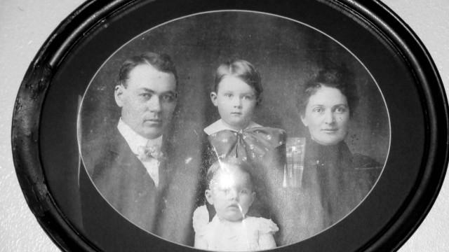 La famiglia Moore con due dei 4 figli