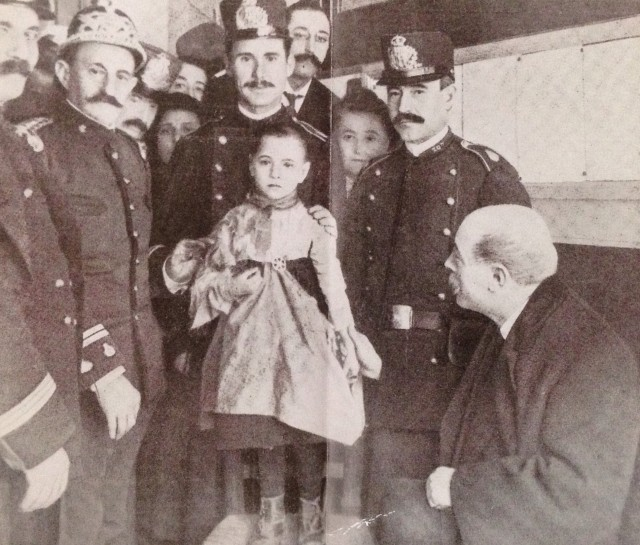 Teresita with the policemen who saved her