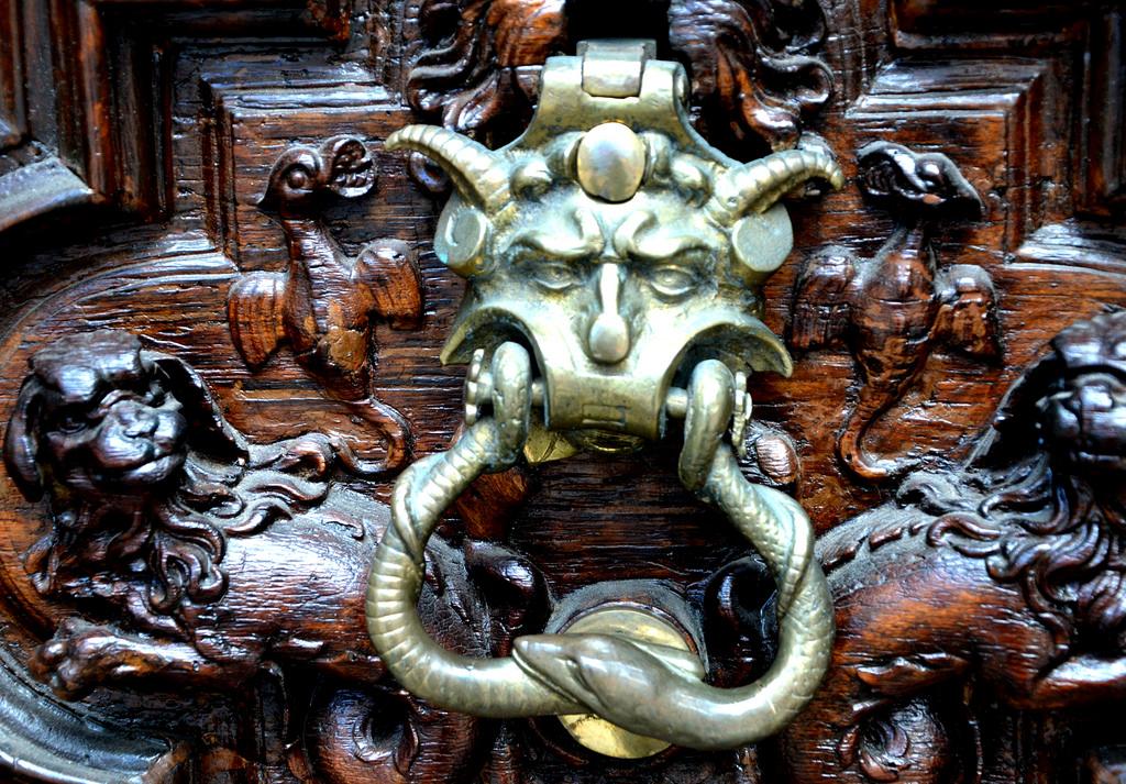 Il portone del diavolo a torino emadion - La porta del diavolo ...
