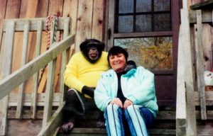 Lo scimpanzè Travis e la sua padrona Sandra Herold