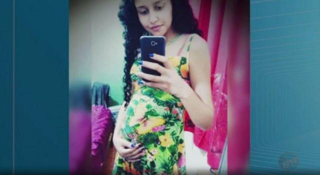 donna strappa feto